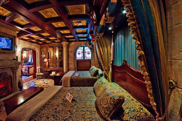 cinderella-castle-suite-bedroom-M