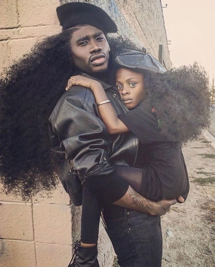 Padre e hija publican fotos de sus largas Melenas (Viral.)