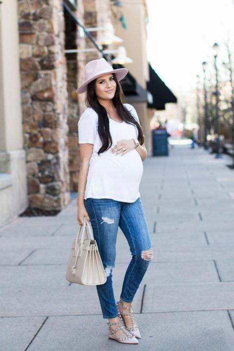 Outfits-para-lucir-tu-pancita-de-embarazada-5-467x700