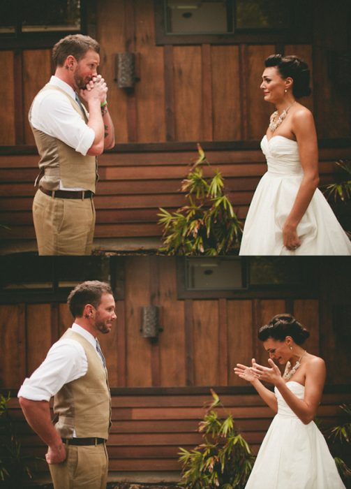 Reacciones-de-novios-al-ver-a-la-novia-caminar-hacia-el-altar-1-503x700