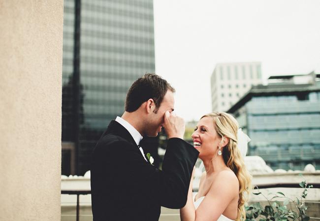 Reacciones-de-novios-al-ver-a-la-novia-caminar-hacia-el-altar-1