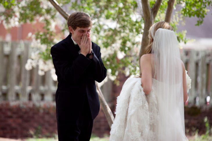 Reacciones-de-novios-al-ver-a-la-novia-caminar-hacia-el-altar-12-730x487