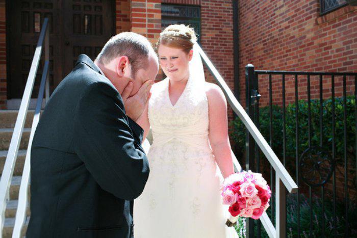 Reacciones-de-novios-al-ver-a-la-novia-caminar-hacia-el-altar-13
