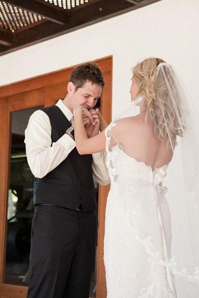 Reacciones-de-novios-al-ver-a-la-novia-caminar-hacia-el-altar-5