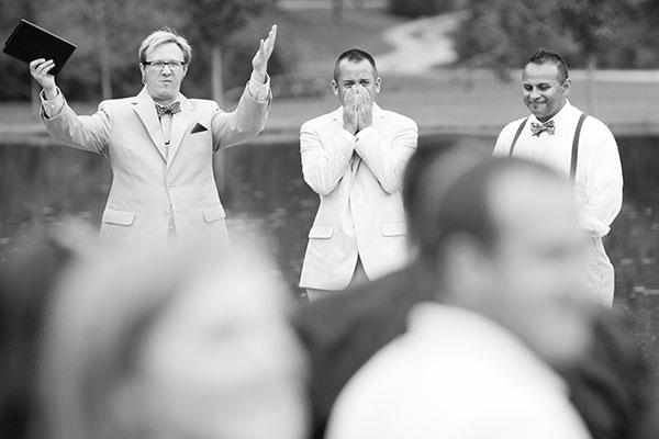 Reacciones-de-novios-al-ver-a-la-novia-caminar-hacia-el-altar-6