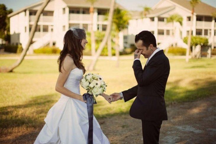 Reacciones-de-novios-al-ver-a-la-novia-caminar-hacia-el-altar-7-730x487