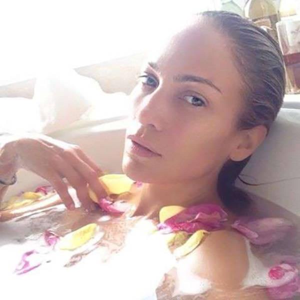 selfies_of_celebrities_with_no_makeup_640_69