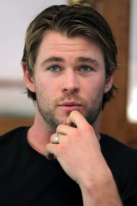 1118full-chris-hemsworth-467x700