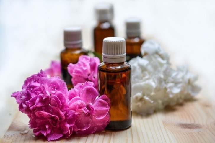3286560-essential-oils-1433694_1280-650-1466645744-2