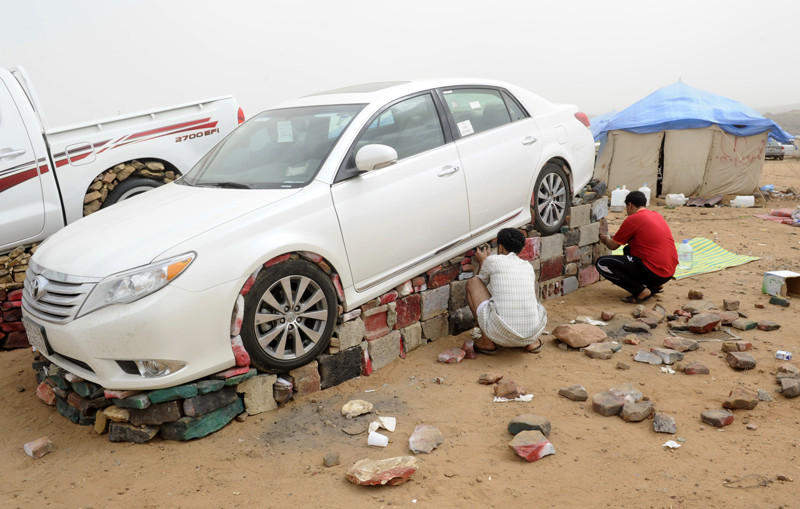 Saudi youths luift car with stones and b