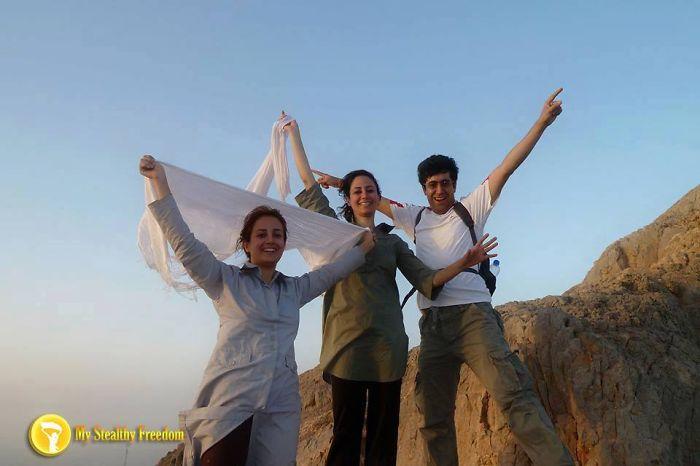 protesta-contra-velo-hijab-obligatorio-iran-masih-alinejad-14