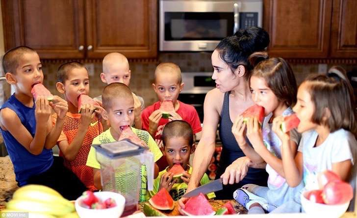 381661d900000578-3781725-suleman_poses_with_her_thriving_octuplets_now_7_years_old_in_lag-a-10_1473705274160-2