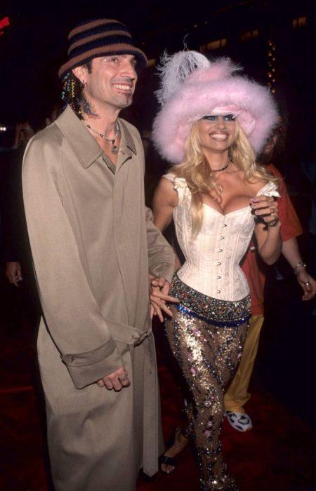 Los-atuendos-más-ridículos-en-la-historia-de-los-VMA-de-MTV-1-450x700