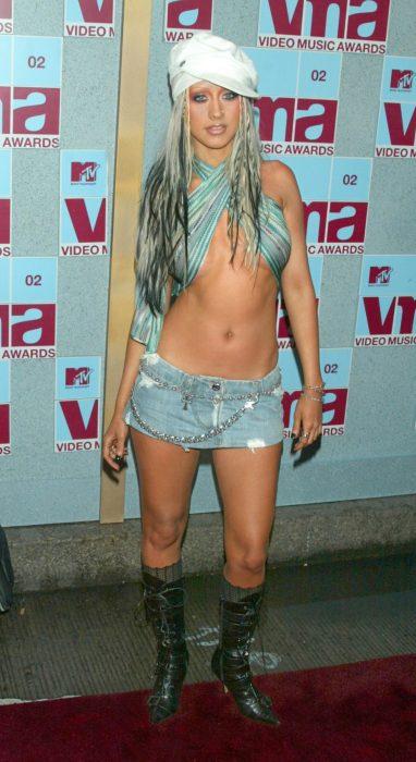 Los-atuendos-más-ridículos-en-la-historia-de-los-VMA-de-MTV-11-382x700