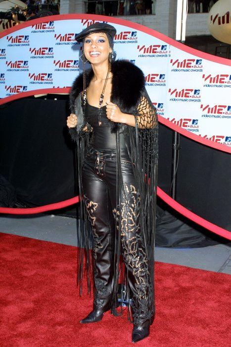 Los-atuendos-más-ridículos-en-la-historia-de-los-VMA-de-MTV-18-467x700