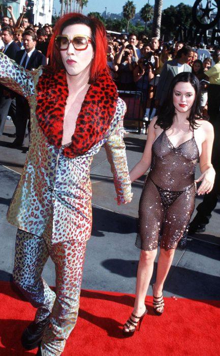 Los-atuendos-más-ridículos-en-la-historia-de-los-VMA-de-MTV-2-433x700