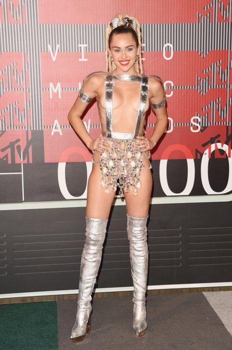 Los-atuendos-más-ridículos-en-la-historia-de-los-VMA-de-MTV-6-465x700
