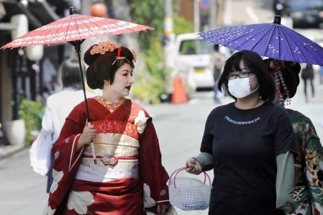 8312710-japan-lifestyle-geisha-010_m_0-1476264650-650-d2c9703894-1476484239