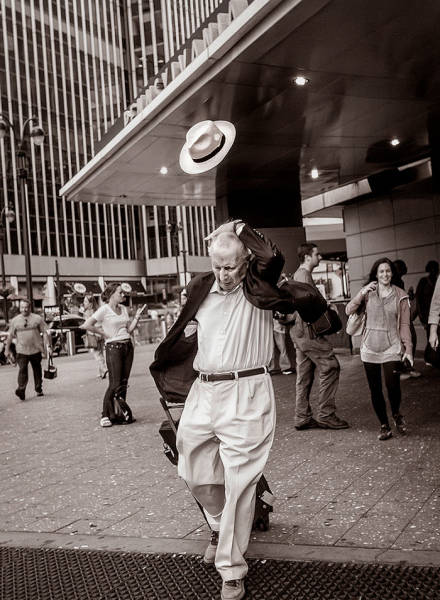 awesome_street_photos_taken_at_the_just_right_moment_640_17