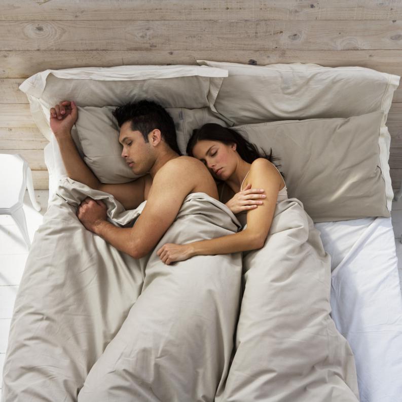 la-forma-en-la-que-duermes-con-tu-pareja-puede-decir-mucho-de-la-relacion-descubrelo4