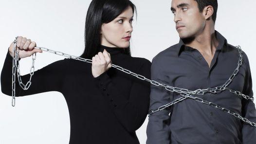 pareja-problemas-separacion-divorcios-celos-cadena-encadenado-getty_claima20150320_3503_4