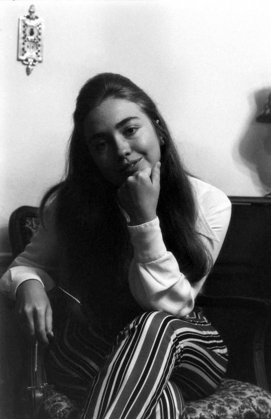 1-hillary_clinton_1969_life_mag_photo_shoot_june_20_issue_5