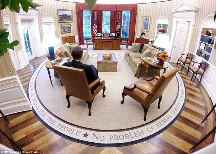 3a3f91e800000578-3926100-president_barack_obama_reads_briefing_material_before_the_presid-a-6_1478871703287-2