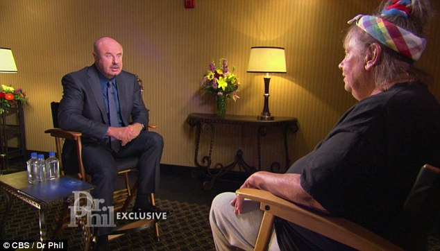 3a7f1c7400000578-3947990-struggling_dr_phil_was_visibly_concerned_as_duvall_relayed_her_t-a-34_1479432538433