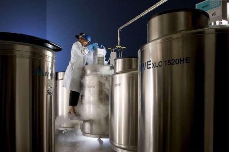 cryogenic-storage-room-and-technician-2