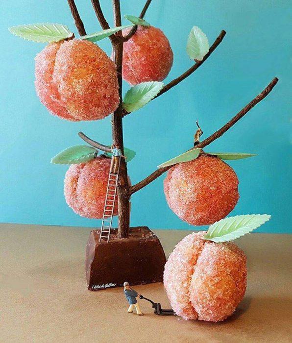 funny-miniature-scenes-with-desserts-7-900x1057-596x700