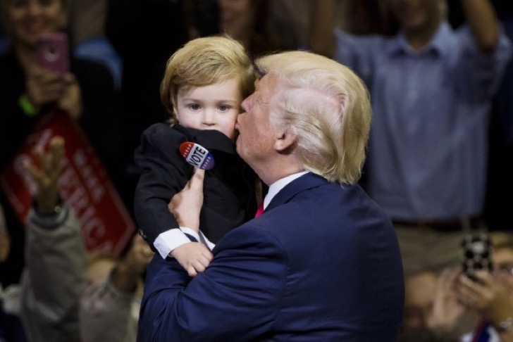 fotografías de Obama y Trump con niños