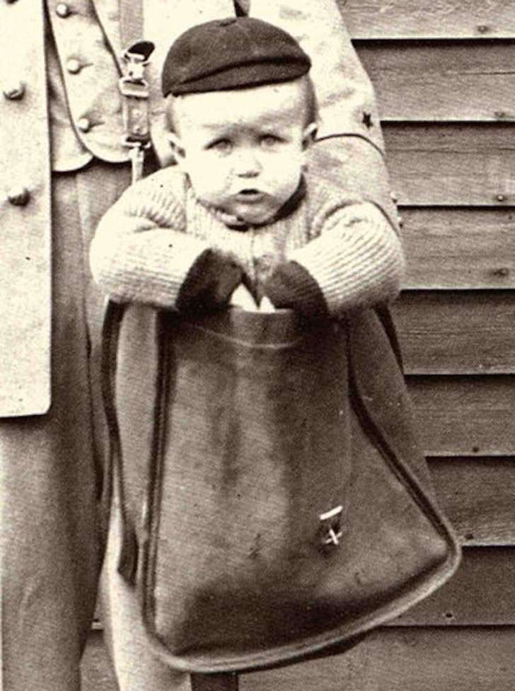 800px-uniformed_letter_carrier_with_child_in_mailbag-850x1141-2