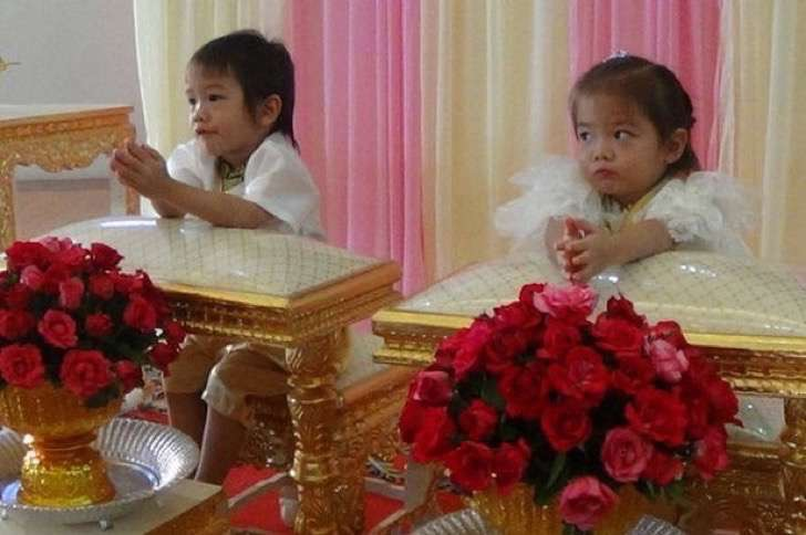pay-thai-twins-get-married-because-they-were-lovers-in-a-past-life-2