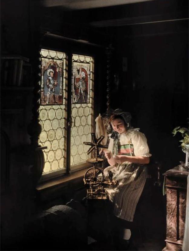 mujer-lucerna-suiza-jpg-imgw-1280-1280