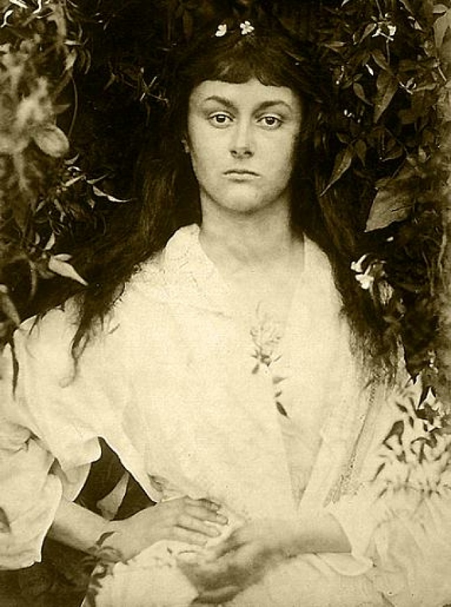 10621260-Alice_Liddell_as_a_young_woman-1484310962-650-3bfb19b175-1484522814