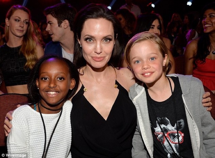 3C2D331600000578-4124360-Life_of_riches_Zahara_pictured_left_above_with_Angelina_Jolie_an-a-42_1484670020374