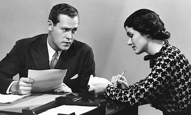secretaria-tomando-dictado