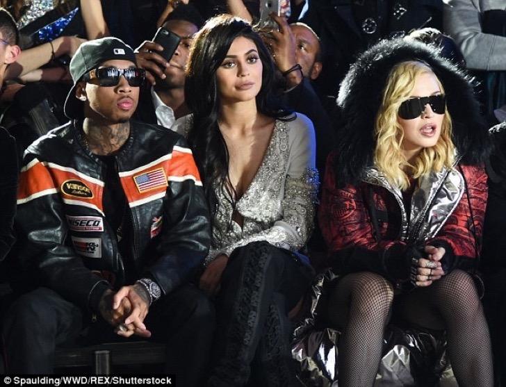 3D2F13B100000578-4222108-Kylie_had_company_The_teen_reality_star_was_accompanied_by_her_b-a-90_1487048792349-1