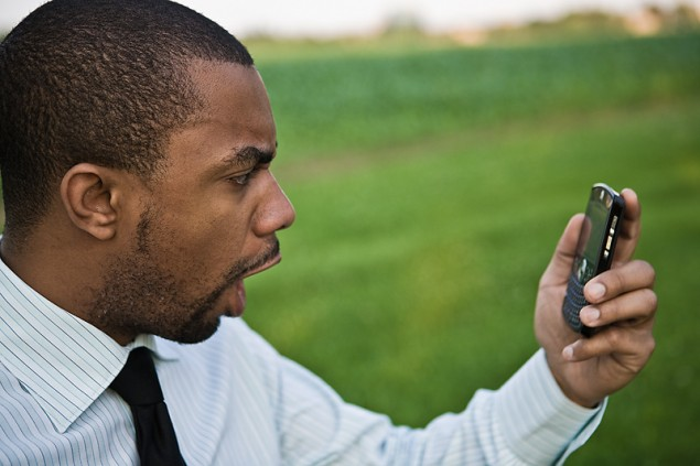 angry-guy-with-cell-phone-635x423