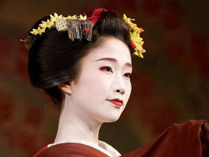 mujer_japonesa_con_tocado