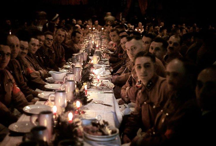 oficiales-nazis-celebrando-navidad-730x494