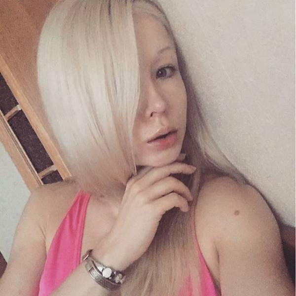ukrainian_barbie_girl_has_revealed_her_nomakeup_photos_640_08
