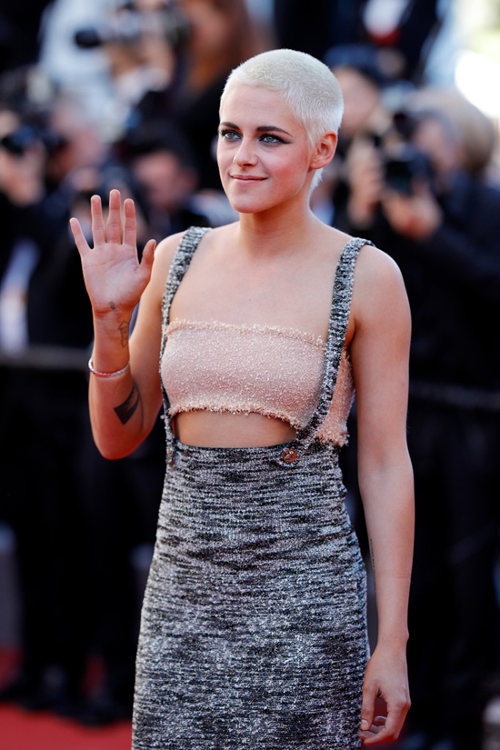 Kristen-Stewart-Cannes-Film-Festival-2017-Red-Carpet-Fashion-Chanel-Tom-Lorenzo-Site-4