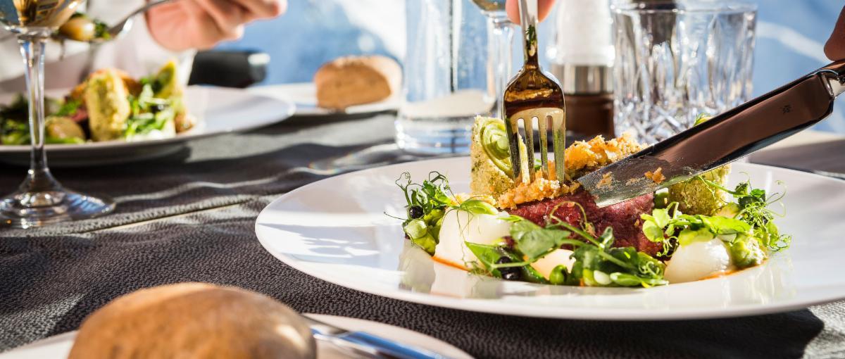 aktivitaeten_header_restaurant,method=scale,prop=data,id=1200-510
