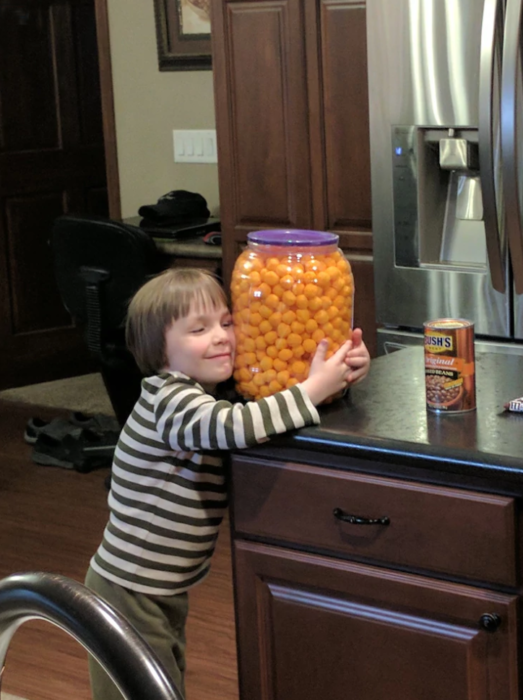niños-prioridades-cheetos-523x700