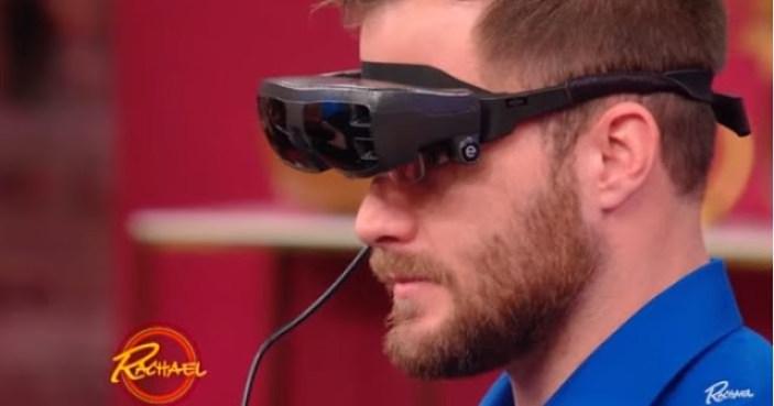 Hombre-ciego-ve-a-su-novia-por-primera-vez-con-estos-lentes-especiales-le-pide-matrimonio