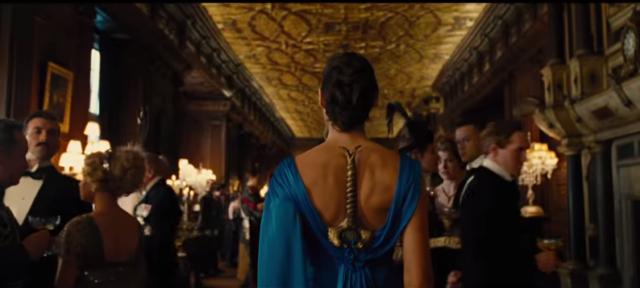 mujer-maravilla-espada-en-vestido-viral-2-640x288