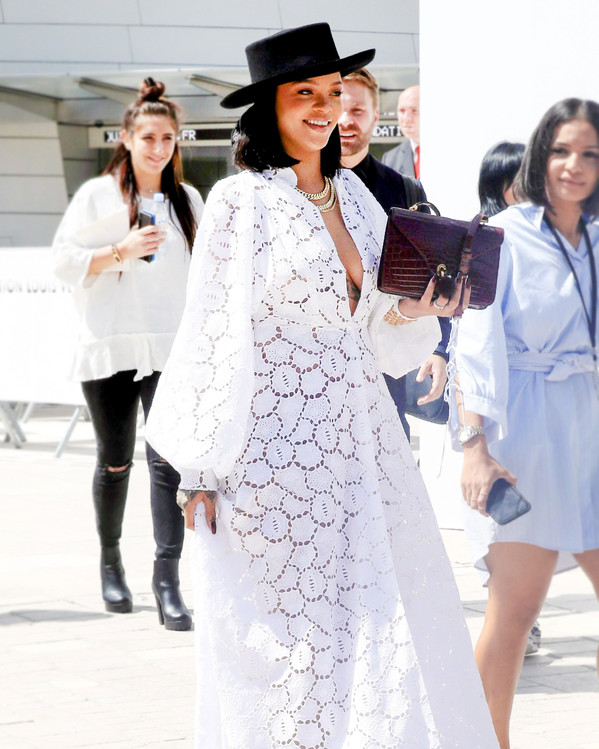 Rihanna aconsejó a fanático que le preguntó cómo superar una pena de amor