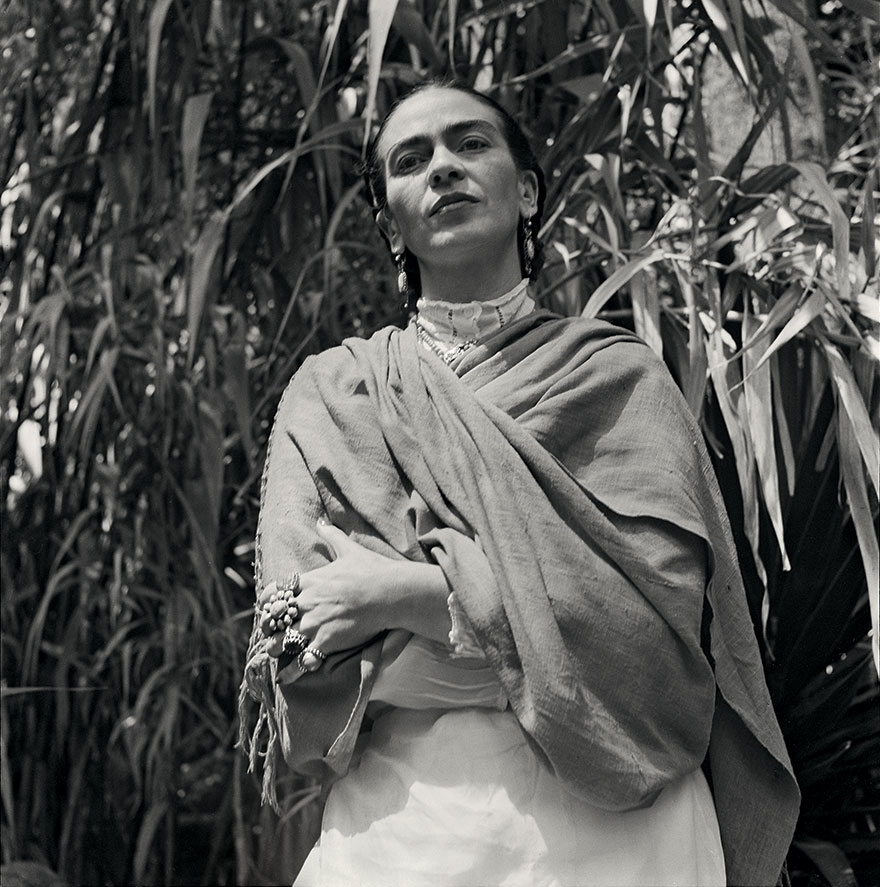 frida-kahlo-rare-photos-gisele-freund-9-595cd874dcac5__880