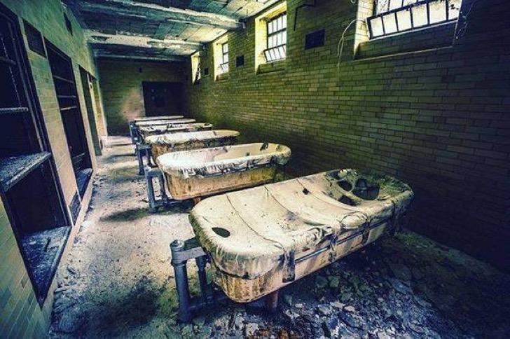 """Resultado de imagen para El Women's Lunatic Asylum (""""Asilo de mujeres lunáticas"""") en la isla Blackwell"""